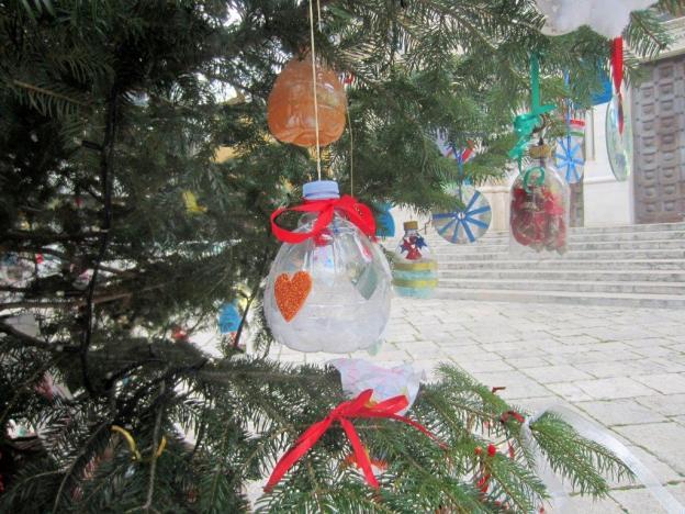 weihnachtsbaum-vor-sant-giuseppe-flasche