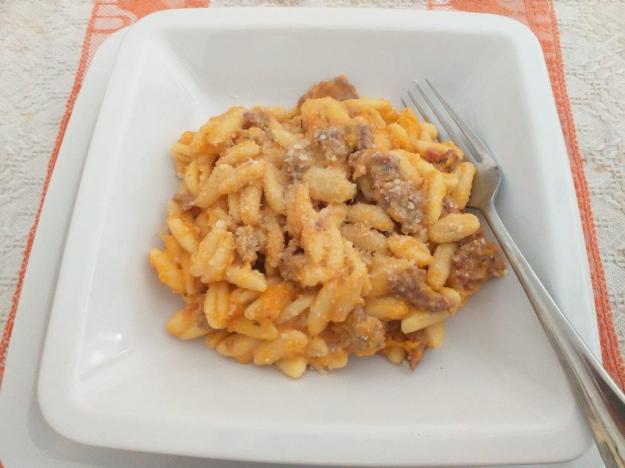 Pasta mit Kürbiscreme und Salsiccia